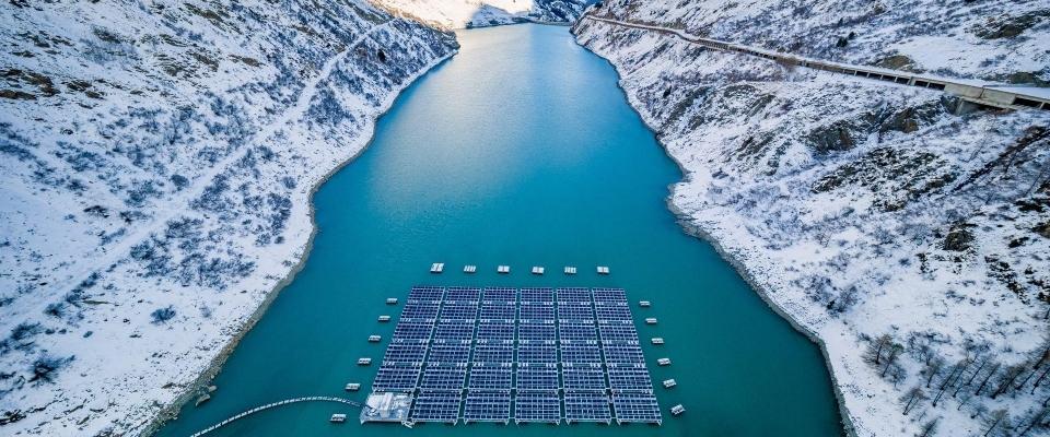 Prva svetska plutajuća solarna elektrana na visokim nadmorskim visinama - u švajcarskim Alpima